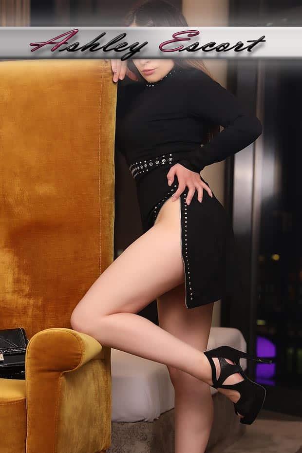 Annika Ziegler in einem Schwarzen kleid