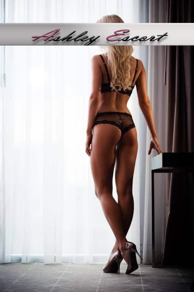 Escort Girl aus Düsseldorf Louisa sexy Rücken